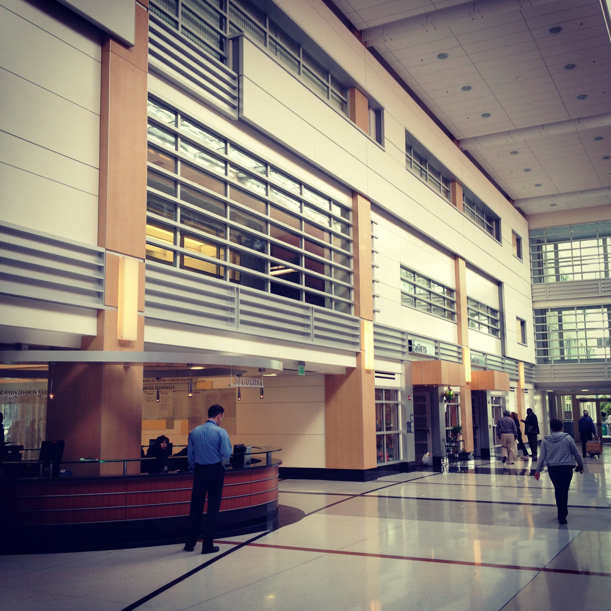 egyetemplus:ucd_medical_center_hall_2012.jpg